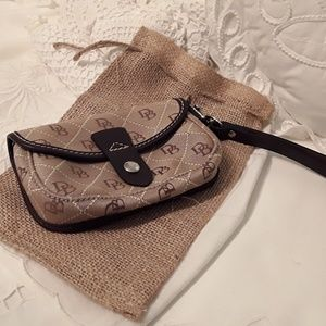 NEW, DOONEY & BOURKE WRISTLET, BROWN W/DB LOGO